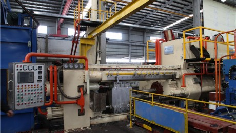 铝型材挤压机 2000T
