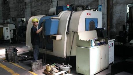 佛威jrs直播直播厂—型号:FWV4(1060)立式加工中心—加工范围:1000长x600宽